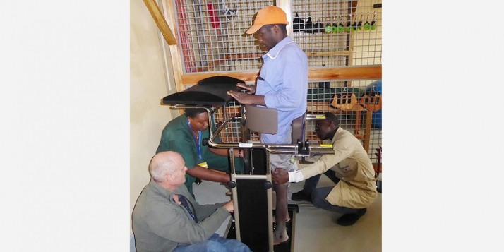 Kibimba - Essai table station pour patient paraplégique (C) APEFE