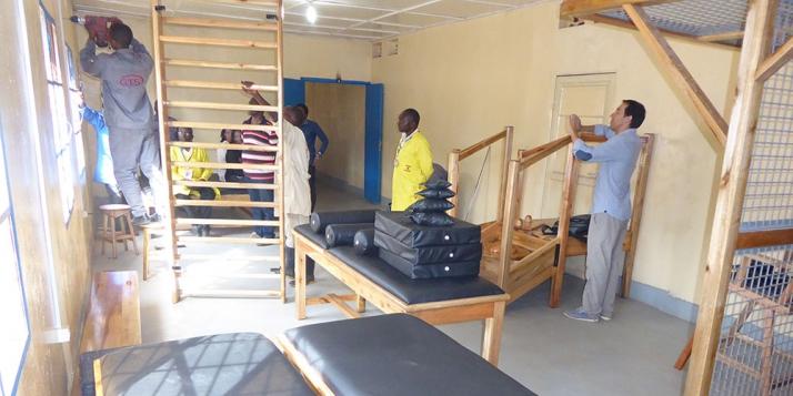 Hôpital de Kibimba - Installation d'équipement dans les locaux (C) APEFE