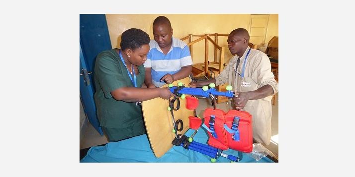 Montage des équipements importés à Kibimba (C) APEFE