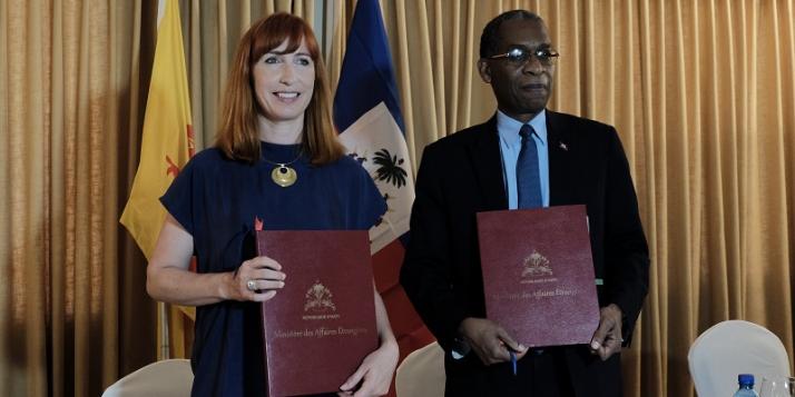 Mme Pascale Delcomminette, Administratrice générale de WBI, et Mr  Antonio Rodrigue, Ministre des Affaires Etrangères et des Cultes de la République d'Haïti (c) C. Barattucci - WBI