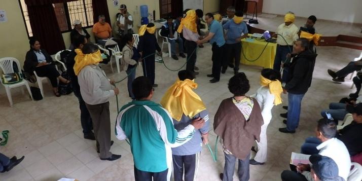 Bolivie - Formation par le jeu de rôle (c) Miel Maya