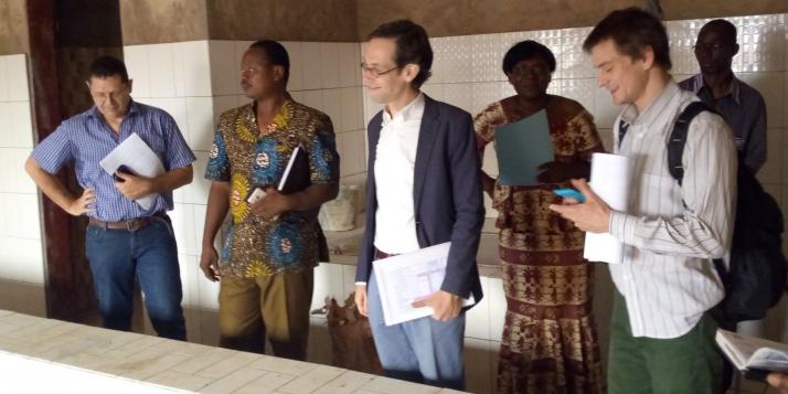 La délégation de la DGD visitant le Centre Burkinabè en médecine Physique et Réadaptation