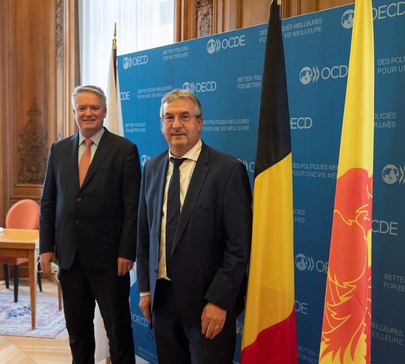 Le Ministre-Président Jeholet avec sa délégation et le Secrétaire général de l'OCDE Mathias Corman (© Julien Daniel)