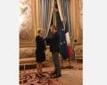 Fabienne Reuter reçoit la Légion d'honneur des mains du Secrétaire d'Etat à l'Europe et aux Affaires étrangères, Jean-Baptiste Lemoyne