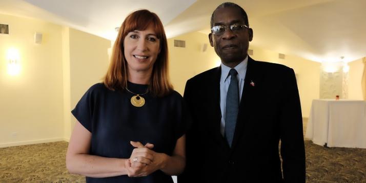 Mme Pascale Delcomminette, Administratrice générale de WBI, et Mr  Antonio Rodrigue, Ministre des Affaires Etrangères et des Cultes de la République d'Haïti
