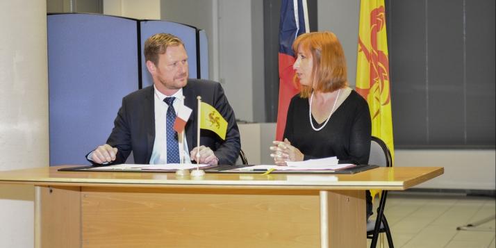 Jakub Dürr, vice-Ministre tchèque des Affaires étrangères et Pascale Delcomminette, Administratrice générale de Wallonie-Bruxelles International - cliquer pour agrandir