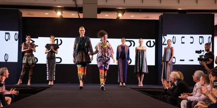 Thai Silk Fashion Week 2019 ⒸJulie Menuge - cliquer pour agrandir