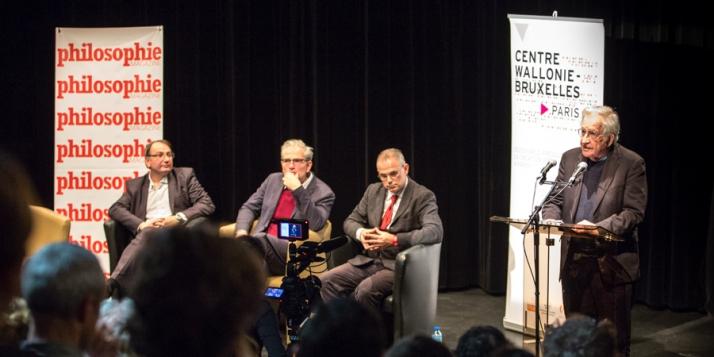 Florent Montaclair (président de la Société internationale de philologie), Martin Legros ( Rédacteur en chef Philosophie Magazine), Carlo Cecchetto ( Université Paris Lumières) et et  Noam Chomsky - cliquer pour agrandir