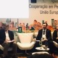 Julie Dumont animant une rencontre entre représentants européens et brésiliens de la recherche et de l'innovation - cliquer pour agrandir