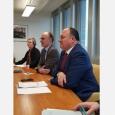 Le Ministre-Président, Willy Borsus, accompagné de M. Geert Muylle, Représentant permanent de la Belgique auprès des Nations Unies à Genève, lors de sa rencontre avec le Directeur de l'OIT, M. Guy Ryder - cliquer pour agrandir