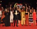 Les lauréats 2018 accompagnés des remettants et des deux animateurs Oumy Ndour et Omar Defunzu
