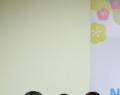 Jean-Pierre Orban avec des étudiants de la Faculté des Lettres de l'Université nationale des Sciences sociales et humaines du Vietnam - © NXBKIMDONG 2016