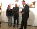 De gauche à droite : L'artiste Camille Carbonaro, les galeristes Annabel Werbrouck et Fabrice Havenne, le Délégué général Alexander Homann